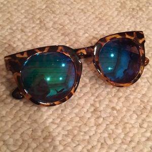 Accessories - Quay Tortoise Shell Sunnies